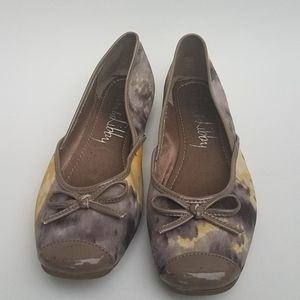 Sam and Libby yellow and gray printed flats size 8